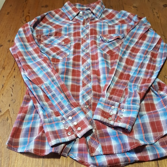 Wrangler Other - Wrangler mens button down. Like new